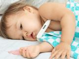 Mẹ nên làm gì khi trẻ sốt?