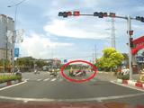 Tin tức - Video: Nam thanh niên chạy xe tốc độ cao, vượt đèn đỏ suýt gây tai nạn