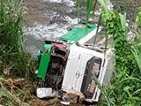 Tin tức - Video: Hiện trường vụ xe khách lao xuống vực ở đèo Lò Xo, 3 người chết