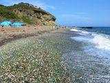 Du khách Trung Quốc bị nhắc nhở vì nhặt đá quý hiếm tại di tích ở Nga bất chấp biển cấm
