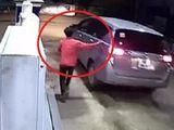 Tin tức - Clip: Tài xế ôtô quỵt tiền đổ xăng ở Bình Dương