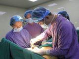 Người phụ nữ có ngực to bất thường vừa được phẫu thuật