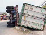 Hiện trường vụ lật xe container làm 3 người chết: Ám ảnh cảnh các nạn nhân nằm dưới thùng xe