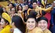 Tranh cãi về bức ảnh người Việt chen nhau