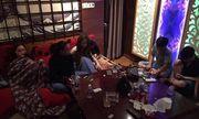 """Đột kích quán karaoke, phát hiện 33 nam thanh nữ tú đang """"bay"""" cùng ma túy đá"""