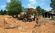 Tìm thấy bia mộ vợ vua nhà Nguyễn tại khu vực san ủi bãi xe