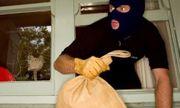 Mắc võng trong nhà bạn chờ trộm hơn 20 lượng vàng