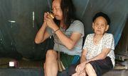 Quặn lòng cảnh cụ bà buổi xế chiều hát ru con trai 50 tuổi