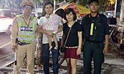 Cảnh sát tìm thấy bé gái 2 tuổi bị lạc khi xem múa lân trên phố đi bộ
