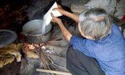 Bà lão 30 năm hành nghề làm mật ong giả bán khắp Hà Nội