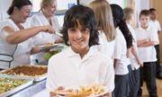 Tránh gặp tai họa về an toàn thực phẩm, các trường phương Tây thuê giám sát viên