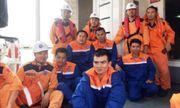 Tàu chở 4.600 tấn than bị đắm trên biển, 12 thuyền viên may mắn thoát nạn