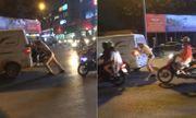 Video: CSGT đẩy giúp ô tô chết máy ở Hà Nội