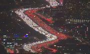 Đường cao tốc Mỹ đẹp huyền ảo vì tắc đường trong dịp lễ Tạ ơn