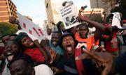 Dân Zimbabwe nhảy múa vui mừng vì Tổng thống Mugabe từ chức