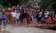Hàng trăm người tìm kiếm trưởng thôn bị lũ cuốn ở Phú Yên