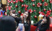 Giới trẻ Hà Thành hào hứng với tham dự hội chợ Giáng sinh 2018