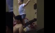 Cười 'toét miệng' xem cậu nhóc 2 tuổi nhảy 'cực chất'