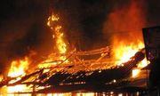 Bố mẹ ra vườn cao su, con gái tử vong trong ngôi nhà bốc cháy