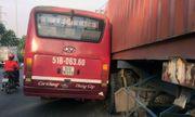 Xe buýt truy đuổi container náo loạn phố Sài Gòn