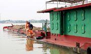 """Nam Định: Tràn lan tàu thuyền """"ma"""" trên sông Đào"""