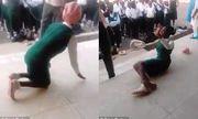 Phẫn nộ cảnh thầy giáo tra tấn nữ học sinh trước sự chứng kiến của nhiều người