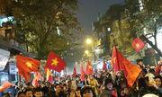 Cổ động viên đổ ra đường ăn mừng sau chiến thắng của U23 Việt Nam