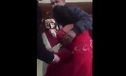 Clip cô dâu khóc lóc thảm thiết ôm chặt bố trong ngày cưới khiến dân mạng ôm bụng cười
