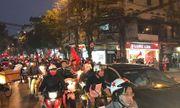Việt Nam vào chung kết, người hâm mộ đổ ra đường ăn mừng trong hạnh phúc vỡ òa