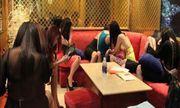 9 tiếp viên múa khỏa thân phục vụ khách, chủ quán karaoke bị phạt tiền