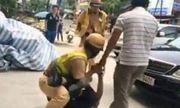 Người đàn ông dùng xe máy tông xe CSGT xuống ruộng