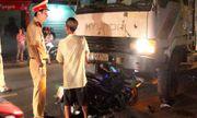 Xe tải lấn làn tông xe máy khiến 2 vợ chồng thương vong