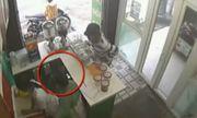 Clip: Bé trai dàn cảnh mua trà sữa, trộm Iphone 8