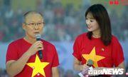 HLV Park Hang Seo không cầm được nước mắt khi nghe bài hát quê hương