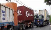 TP Hồ Chí Minh: Xe tải bẹp dúm sau khi 'cắm đầu' vào container
