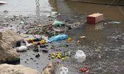 Sông Hồng, hồ Tây ngập rác sau ngày cúng ông Táo