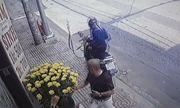 Video: Cướp liều lĩnh giật túi xách của người đàn ông