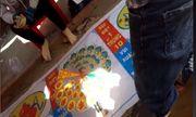 Video: Nhan nhản các hình thức cờ bạc ăn tiền trước cổng đền chùa dịp đầu năm mới