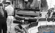 """Xe máy """"đối đầu"""" xe buýt, một người đàn ông bị thương nặng"""