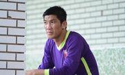 Thủ môn quay lưng bỏ bắt pelnaty khao khát trở lại V.League