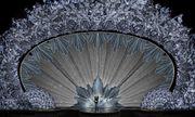 Hớp hồn với sân khấu đính 45 triệu viên pha lê, nặng 10 tấn