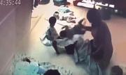 Clip bảo mẫu hành hạ, ném bé 8 tháng tuổi xuống đất gây phẫn nộ