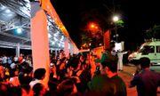 Người dân đứng chờ tiễn đưa linh cữu nguyên Thủ tướng Phan Văn Khải