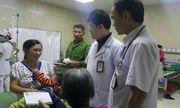 Bác sĩ chữa bệnh miễn phí cho cháu bé 2 tuổi nghi bị bố dượng đánh đập tàn nhẫn
