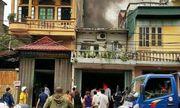 Cháy cửa hàng sửa chữa ôtô giữa khu dân cư, 1 xế hộp bị thiêu rụi