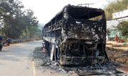 Xe khách giường nằm cháy trơ khung, 38 người thoát chết