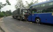 Kon Tum: Xe tải đâm trực diện xe khách
