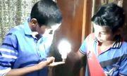 Lạ lùng với cậu bé 9 tuổi có khả năng dùng da thắp sáng bóng đèn