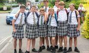 Ngôi trường 'đặc biệt': Nam sinh được tự do mặc váy đi học