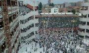 Học sinh Trung Quốc xé sách vở phủ trắng sân trường vào ngày học cuối cùng